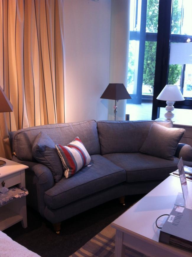rundsofa englesson ausstellungsm bel f r. Black Bedroom Furniture Sets. Home Design Ideas